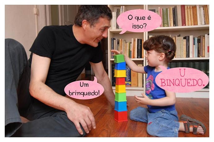 P: O que é isso? C: U binquedo. P: Um brinquedo!