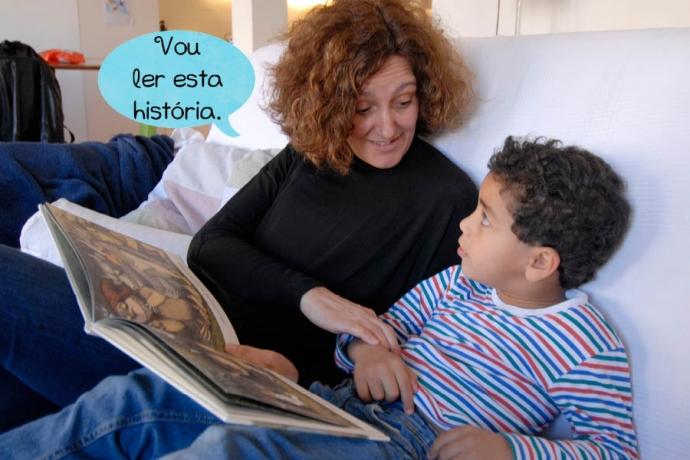 Mãe: Vou ler esta história.